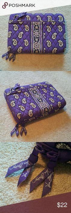 Vera Bradley Tablet/Mini Laptop HARD Shell Case Vera Bradley Tablet/Mini Laptop HARD Shell Case Dimensions:  (outside) 9x12x2 (inside) 7.5x11 Color: Simply Violet -has one removable velcro piece  -2 pockets on the outside (1 with zipper)  EXCELLENT CONDITION! Only used a few times. Comes from a smoke free home. Vera Bradley Bags Laptop Bags