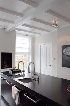 Kitchen Interior, Kitchen Decor, Kitchen Design, Black Kitchens, Home Kitchens, Modern Kitchens, Kitchen Rules, Kitchen Styling, Minimalist Home