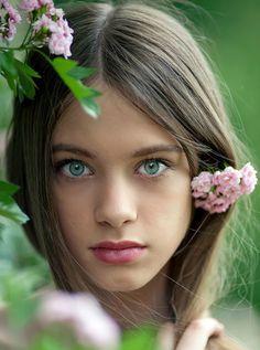 light brown hair, blue eyes, young girl