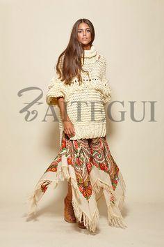 Falda asimétrica cruda con estampado ruso