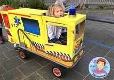 Ambulance spelen met kleuters, thema ziek, kleuteridee Doctor Role Play, Playing Doctor, Fantasy Play, Doctor For Kids, Garbage Truck, Girls Bedroom, Diy For Kids, Good Times, Diy And Crafts