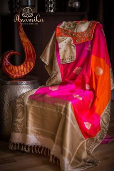 This Brand Provides Huge Inspiration to Spice up Your Saree Kanjivaram Sarees Silk, Indian Silk Sarees, Kanchipuram Saree, Indian Beauty Saree, Blouse Back Neck Designs, Sari Blouse Designs, Saree Blouse Patterns, Indian Dress Up, Indian Wear