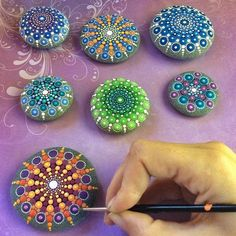 With a vivid imagination and belief in the healing power of colors, an artist transforms ordinary stones into gorgeous, colorful mandalas. Dot Art Painting, Mandala Painting, Pebble Painting, Stone Painting, Mandala Painted Rocks, Mandala Rocks, Stone Crafts, Rock Crafts, Paper Folding Crafts