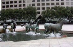 Creative sculptures and statues that will delight -Mustangs By Robert Glen, Las Colinas, Texas, USA Louis Aston Knight, Taipei, Statues, Solar City, Running Horses, Popular Art, Popular Stories, Nelson Mandela, Stonehenge