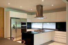 Casa Firmamento on Behance Kitchen Interior, Home Interior Design, Lightroom, Cuisines Design, Dining Room Design, Kitchen Lighting, Scale, Kitchen Cabinets, Modern