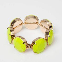 Notre sélection shopping: 100 bijoux suisses pour le printemps.    http://www.femina.ch/mode/accessoires/shopping-100-bijoux-suisses-pour-le-printemps