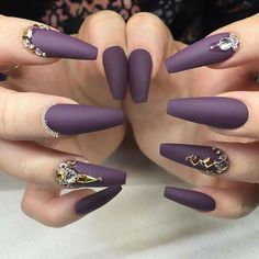 Diamond nails that will make you shine bright like a diamond. Best photos with diamond nails, tutorials, and prices. Gold Acrylic Nails, Coffin Nails Matte, Gold Nails, Plum Nails, Purple Nails, Cute Nail Art Designs, Diamond Nails, Fabulous Nails, Stylish Nails