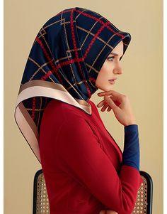 Beautiful Muslim Women, Beautiful Hijab, Hijab Turkish, Turkish Fashion, Bandana Scarf, Fall Scarves, Pashmina Scarf, Square Scarf, Hijab Fashion