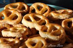 covrigei   Retete culinare cu Laura Sava - Cele mai bune retete pentru intreaga familie Appetizer Recipes, Appetizers, Romanian Food, Onion Rings, Waffles, Picnic, Bakery, Pizza, Bread