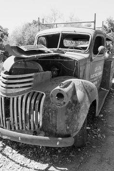 Black & White Photo of an old delapidated truck - ☯ www.pinterest.com/WhoLoves/Black-White ☯ #black #white #art