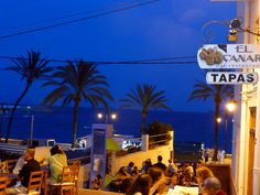 The Jávea Port – Duanes Al Mar – is a charming alternative to the buzz of the busy Arenal Beach. Tourists preferring a more tranquil and relaxing atmosphere might well take more pleasure in finding Jávea holiday accommodation on the port than near the prolific sandy beach, the Arenal.