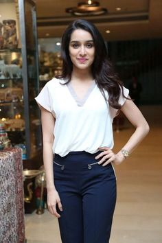 Bollywood fashion 315040936433733332 - Shraddha Kapoor Source by hameedprince Bollywood Girls, Bollywood Stars, Bollywood Fashion, Bollywood Makeup, Bollywood Images, Beautiful Bollywood Actress, Beautiful Indian Actress, Beautiful Actresses, Indian Bollywood Actress