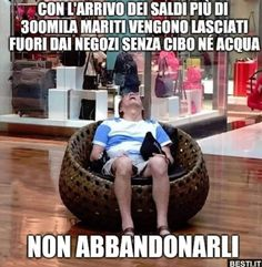 Con l'arrivo dei saldi Really Funny Memes, Funny Love, Funny Times, Mother Quotes, Cheer Up, Vignettes, Comedy, Funny Pictures, Hilarious