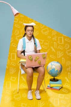 Portrait of schoolgirl on a memphis background Free Photo Ads Creative, Creative Advertising, Creative Photos, Advertising Design, Creative Design, Social Media Banner, Social Media Design, Performance Artistique, Internet Marketing Course