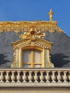 Angels is a reoccurring theme on the roof of Versailles. Beautiful Architecture, Art And Architecture, Architecture Details, Montmartre Paris, Beautiful Castles, Beautiful Places, Luís Xiv, Style Français, Grand Parc