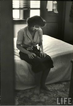"""Anne Bancroft rehearsing as a blind for """"The Miracle Worker"""" by Nina Leen, Life Magazine, 1959 Hooray For Hollywood, Hollywood Stars, Classic Hollywood, Hollywood Actresses, Actors & Actresses, The Miracle Worker, Anne Bancroft, Virgo Women, Golden Star"""