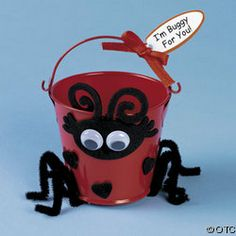 Lady Bug Bucket cute idea to put the silverware in at katy bbq Diy For Kids, Crafts For Kids, Halloween 2015, Halloween Costumes, My Little Monster, Bug Crafts, Halloween Party Favors, Ladybug Party, Loot Bags