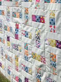 Charm Pack Quilt Patterns, Lap Quilt Patterns, Easy Quilts, Children's Quilts, Jellyroll Quilts, Mini Quilts, Charm Quilt, Charm Pack Quilts, Quilting Tutorials