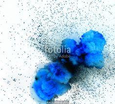 """""""Blue explosion isolated on white background"""" zdjęć stockowych i obrazów royalty…"""