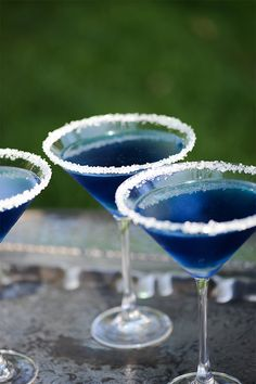 Dazzling Royal Blue Martini. 1 part Vodka - 1 part Blue Curaçao - 1 tablespoon fresh lime juice - 2 parts cranberry juice. #Holiday #Martini #Recipe