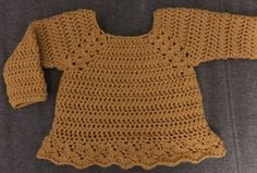 Ester Trøje • Dagligdag Crochet Bebe, Diy Crochet, Crochet Hooks, Crochet Top, Knitting For Kids, Crochet For Kids, Baby Sweater Patterns, Hippie Baby, Newborn Crochet