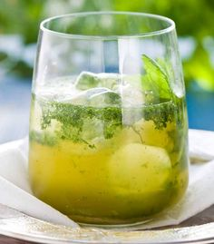 Whenever vessel of home brew is feeling beyond your ability in the doggy days of summer season, turn to the minty virtuousness regarding a refreshing mojito to help you. Most Popular Cocktails, Virgin Mojito, Mint Mojito, Mojito Recipe, Vodka Drinks, Dessert For Dinner, Different Recipes, Home Brewing, Chutney