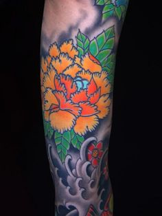 Nice Japanese Flower Tattoo    (colors, not the waves)