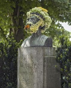 flower-crowns-beards-monuments-geoffroy-mottart-brussels-8