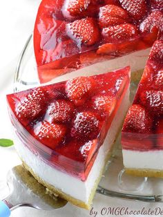 Strawberry Jello Cake is the yummiest combo of all-time favorite spring and summer desserts: strawberry shortcake, strawberry jello and no-bake cheesecake. Strawberry Jello Cake, Chocolate Strawberry Cake, Chocolate Strawberries, Chocolate Desserts, Strawberry Shortcake, Chocolate Cake, Chocolate Curls, Chocolate Covered, Jello Cake Recipes