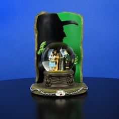 """Amazon.com: The Wizard of Oz Four-character Water with """"Wicked Witch"""" Silhouette Globe: Home & Kitchen"""