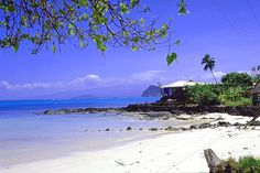 background the island of Savaii.