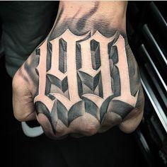 •1991• done by ❌ @sneez_pv ❌ USA 🇺🇸 #letras #letters #letterstattoo #loveletters #lettering #letteringtattoo #letteringsoul… Acab Tattoo, Tattoo Main, Tattoo Arm Mann, Tattoo Script, Tattoo Fonts, Calligraphy Tattoo, Cool Forearm Tattoos, Hand Tattoos For Guys, Badass Tattoos