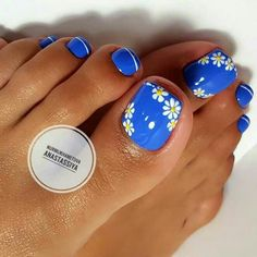 Try some of these designs and give your nails a quick makeover, gallery of unique nail art designs for any season. The best images and creative ideas for your nails. Simple Toe Nails, Pretty Toe Nails, Cute Toe Nails, Fun Nails, Bling Nails, Stiletto Nails, Beach Toe Nails, Summer Toe Nails, Summer Pedicures