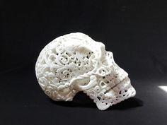 Skull life. Denis Brocchini, marmo di Carrara. 2016.