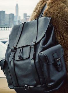 Leather Men, Leather Wallet, Estilo Kardashian, Men's Backpacks, Leather Backpacks, Back Bag, Leather Bags Handmade, Leather Accessories, Mens Fashion