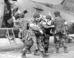 """II Guerra Mundialさんのツイート: """"Paracaidistas US preparándose para la Operación Market Garden. https://t.co/J0bSCoLsIj"""""""