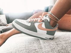 Sneakers – High Fashion For Men Dr Shoes, Cute Nike Shoes, Cute Sneakers, Hype Shoes, Shoes Sneakers, Sneakers Adidas, Jordan Shoes Girls, Girls Shoes, Mode Converse