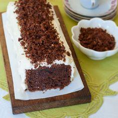 Glutenfri chokladkaka med rivna rödbetor, smält mörk choklad och en smarrig frosting.