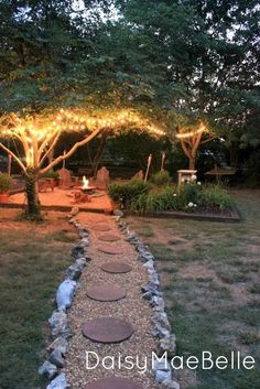 14 Creative Ideas For a Better Backyard Your house is defined by its interior as well as its exterior. Most people focus on decorating the inside of their homes and forget about their backyard. In fact, paying attention to your backyard is as important as Diy Garden, Dream Garden, Garden Landscaping, Landscaping Ideas, Garden Paths, Garden Gazebo, Walkway Ideas, Diy Firepit Ideas, Landscaping Software