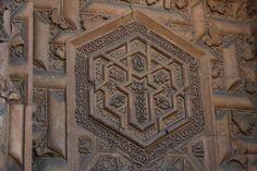 Divriği Ulu Mosque detail Sivas/TURKİYE FOTOĞRAF AHPER DELİCAN-(Turan Melek Darüşşifası), Indian Architecture, Religious Architecture, Islamic People, Iranian Art, Turkish Art, Pattern Library, Stone Art, Islamic Art, Sacred Geometry