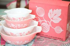 Pink Gooseberry Pyrex mint with it's box - I could droll. Oh to find these in turquoise or gold on cream.