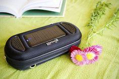 Condor to połączenie solarnego etui z odbiornikiem DAB+ /FM i odtwarzaczem MP3. Zintegrowany port SD umożliwia odsłuchiwanie ulugionej muzyki w praktycznie każdej lokalizacji. Dodatkowym atutem jest trwałe etui z wbudowanymi głośnikami, ogniwem solarnym i akumulatorem. / Condor combines is worlds first solar powered pocket DAB+ /FM radio and MP3 Player. With micro SD card port to store all your favorite music. The device is stored into a pouch with integrated solar cell. PLN399.99 / $134