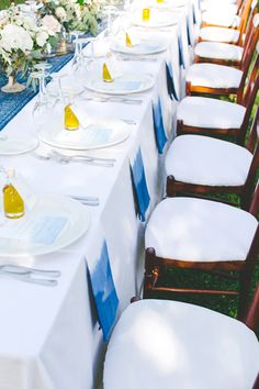 dip dyed napkins - photo by Les Amis Photo http://ruffledblog.com/italian-destination-wedding-for-a-wedding-planner