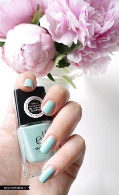 #1556 Mint Cream http://eyeslipsface.nl/product-beauty/nagellak