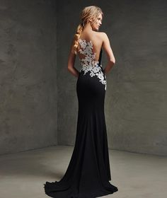 Laina, vestido de georgette, encaje y tul