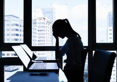 Einsamkeit erlebt jeder Mensch im Laufe seines Lebens. Doch für manche wird das Gefühl - auch im Job - chronisch. Doch dagegen lässt sich einiges tun...