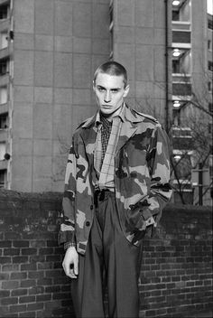 Otzeki lead singer, not punk but damn that face/outfit Mode Skinhead, Skinhead Fashion, Mens Fashion, Fashion Boots, Photography Poses For Men, Fashion Photography, Look Street Style, Men Street, Portraits