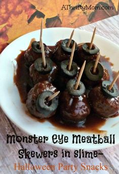 monster eye skewers, meatballs, meatball skewers, Halloween snacks, party snacks, Halloween, party food, Halloween food Halloween Snacks, Halloween Camping, Halloween Party, Halloween Ideas, Witch Party, Party Finger Foods, Snacks Für Party, Appetizers For Party, Appetizer Recipes