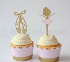 Ballerina Cupcake Toppers - Ballet zapatillas - bailarina - Cupcake Toppers - decoraciones de fiesta de bailarina - Ballerina fiesta de JessicaJCreates en Etsy https://www.etsy.com/es/listing/267565906/ballerina-cupcake-toppers-ballet