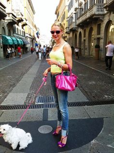Shades: Prada, Top: Thierry Mugler, Bag: Valentino, Jeans: VS Sirene, Shoes: Studio Pollini, Doggy: Sophie Angel